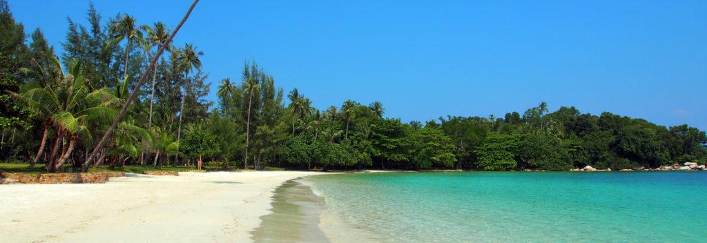 ビンタン島の透き通る海