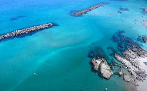 竹野浜海水浴場の上から見た写真