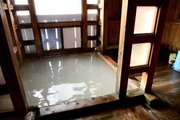 白旗の湯の浴槽