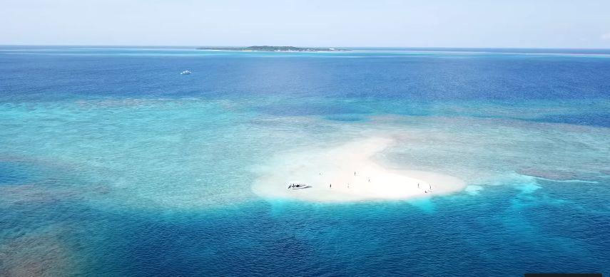 上空から見たバラス島