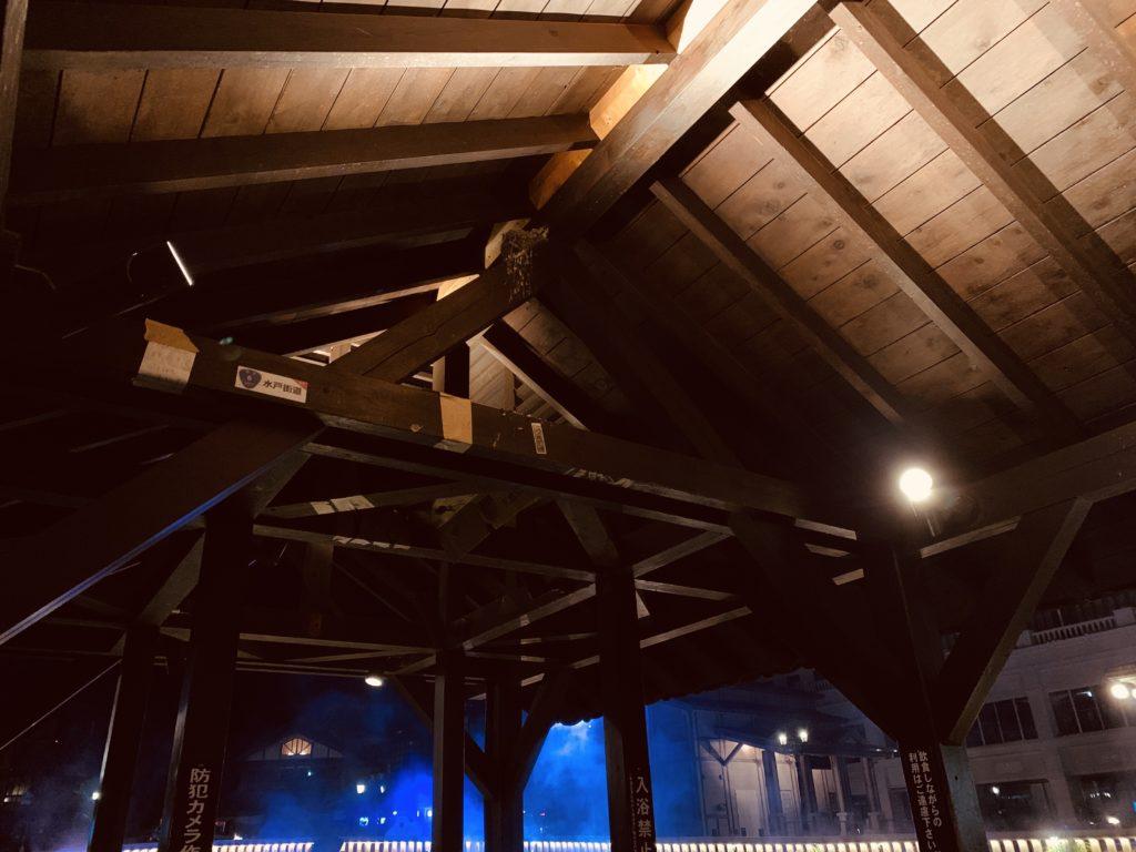 湯けむり亭の屋根