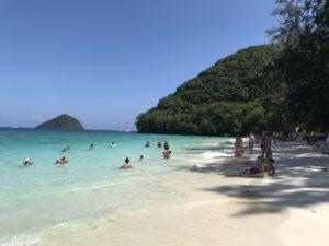 コーラル島の青い海