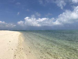 アイヤル浜の青い海