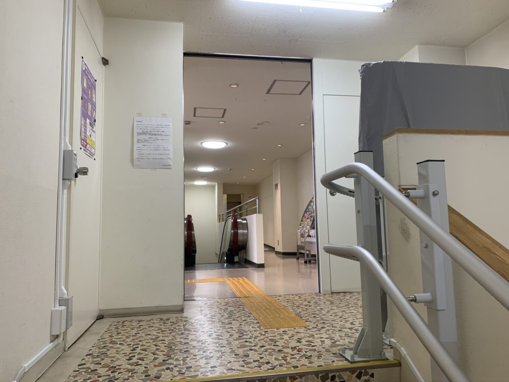 草津温泉バスターミナル 3階図書館前