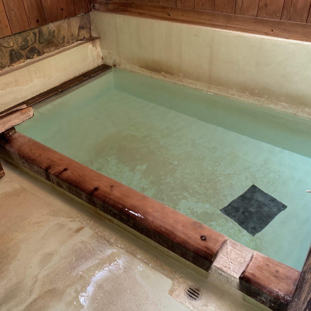 煮川の湯の浴場