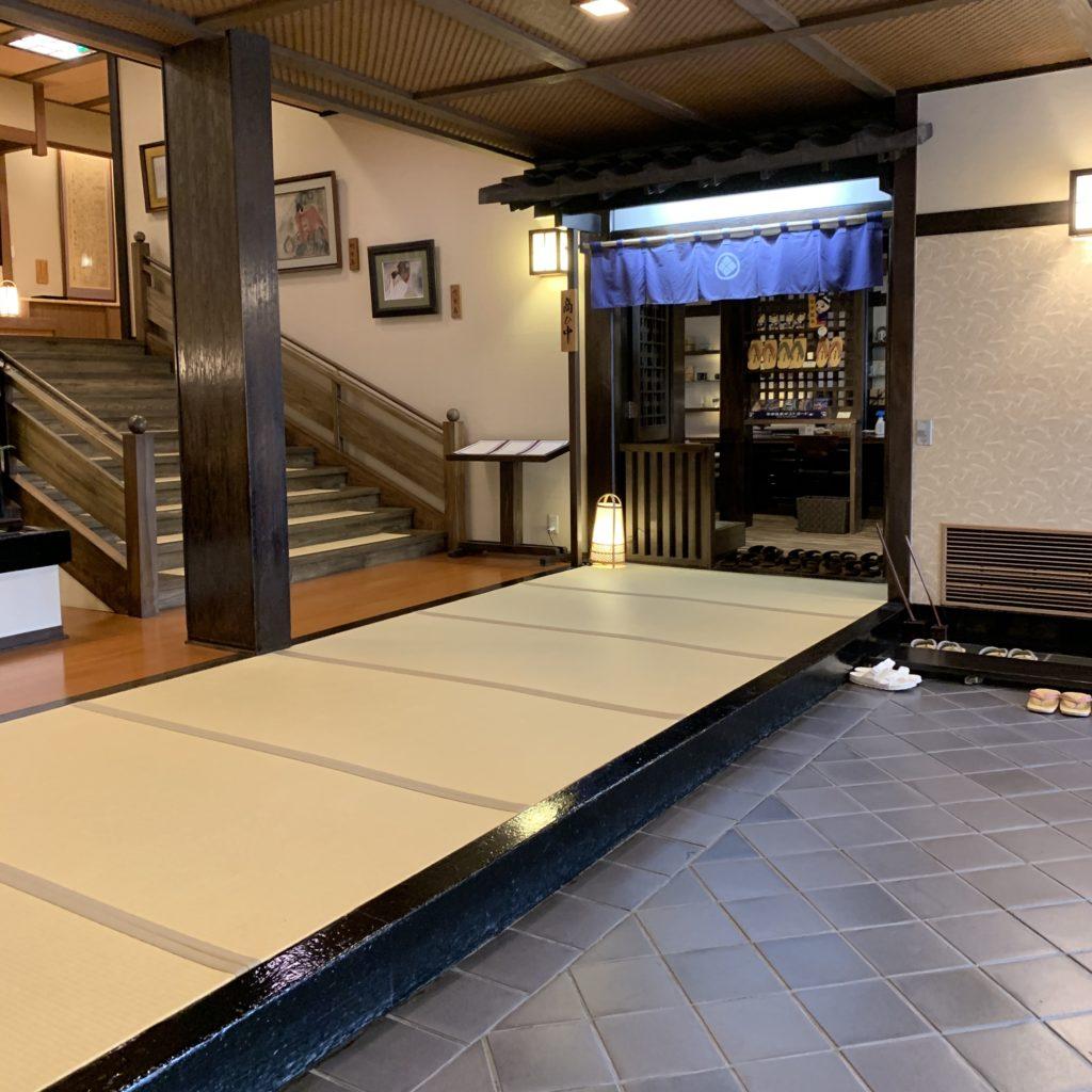 奈良屋の玄関