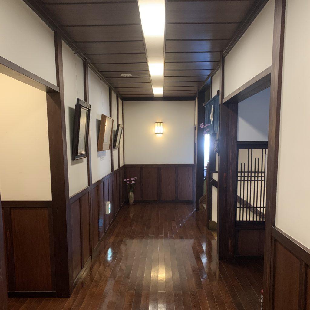 山本館の廊下
