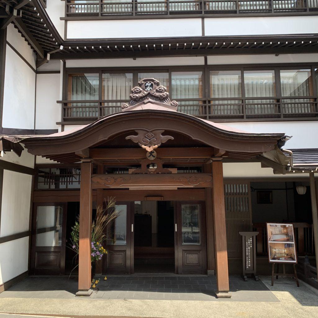 山本館の入口