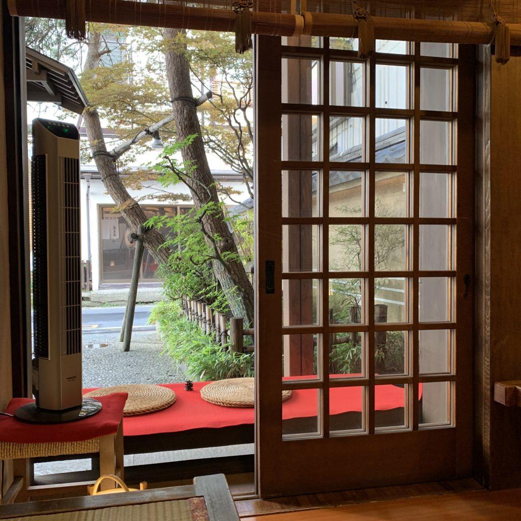 奈良屋のロビーからの風景