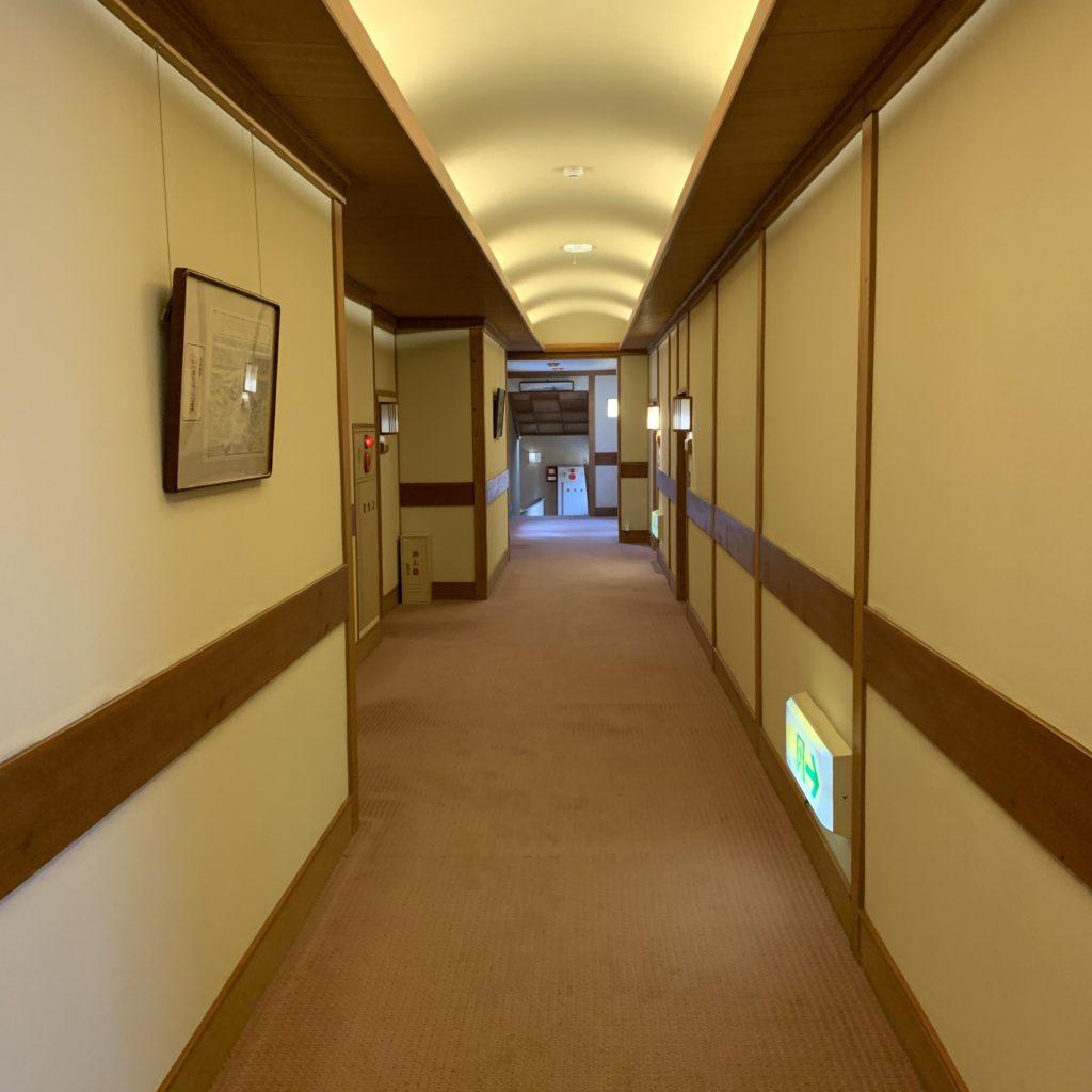 草津ホテル 廊下
