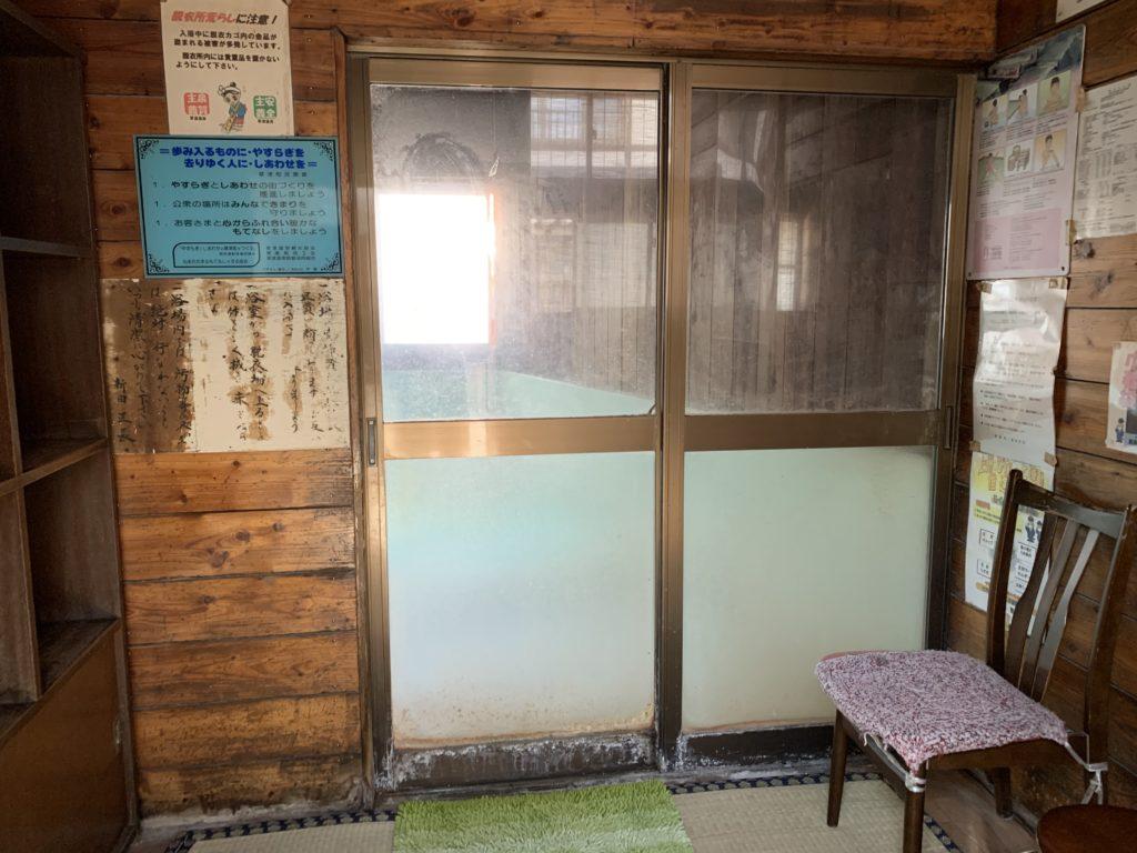 瑠璃の湯の脱衣場