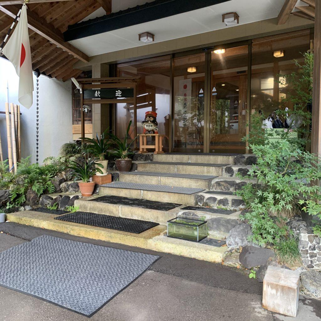 桐島屋旅館の玄関