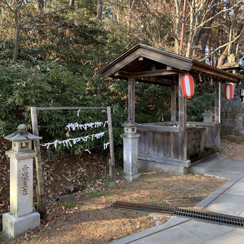 白根神社の手水舎
