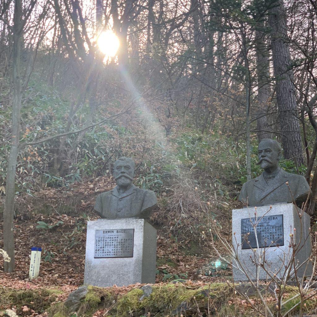 ベルツ・スクリバ両博士銅像