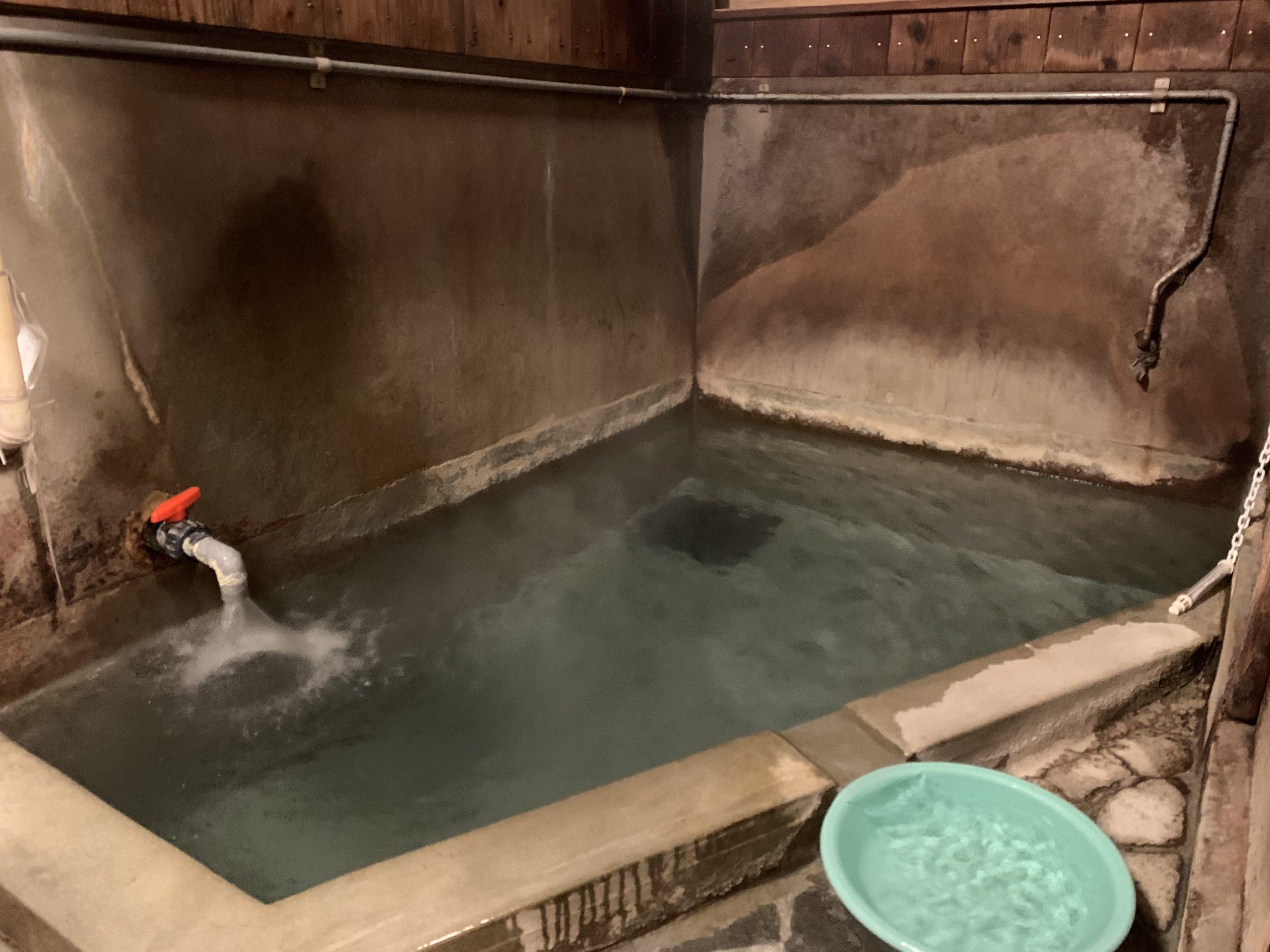関の湯の浴場