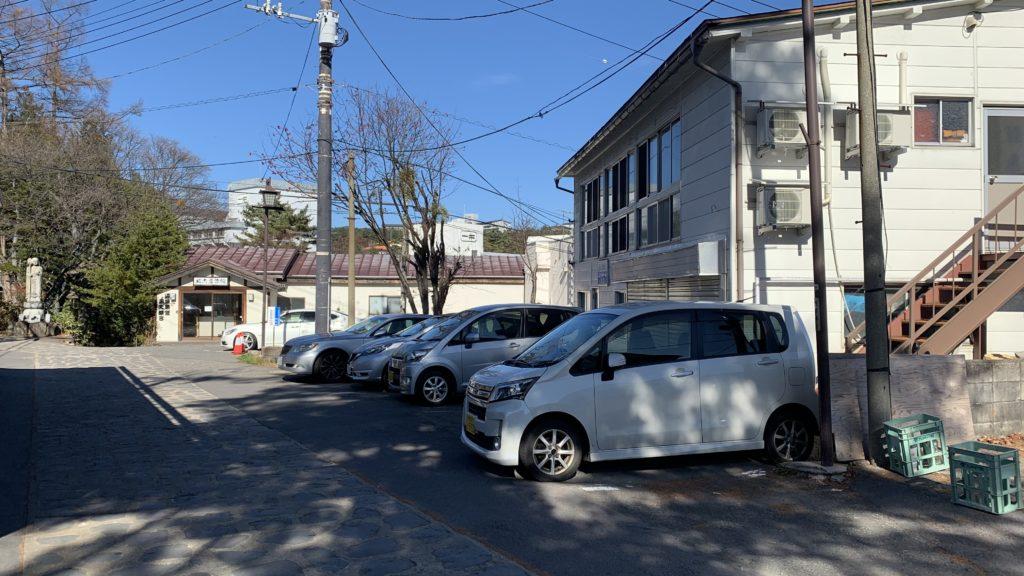 飯島館の駐車場