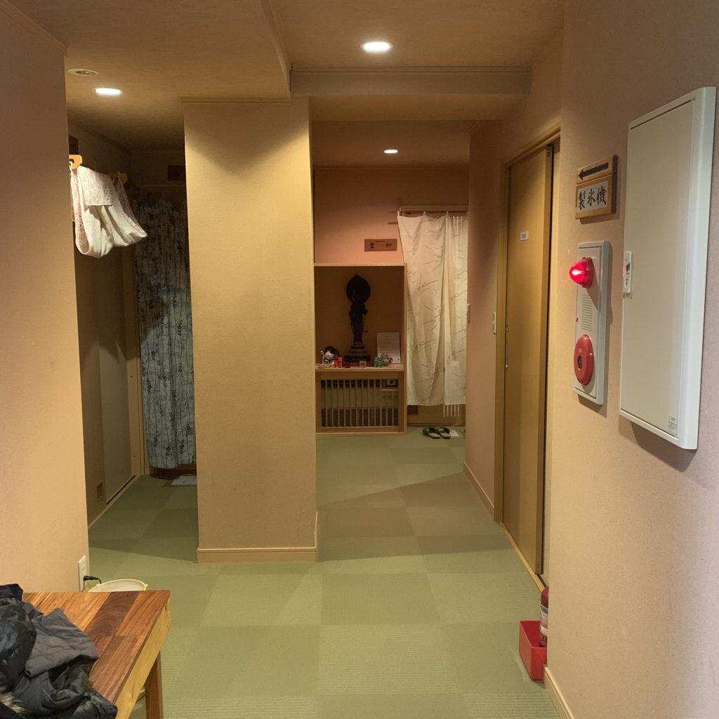 三関屋旅館の廊下
