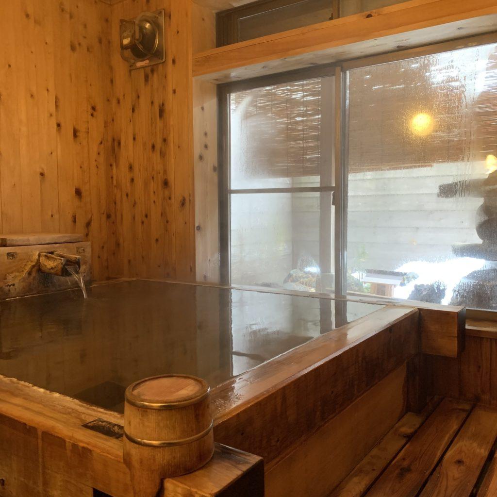 三関屋旅館はの檜風呂