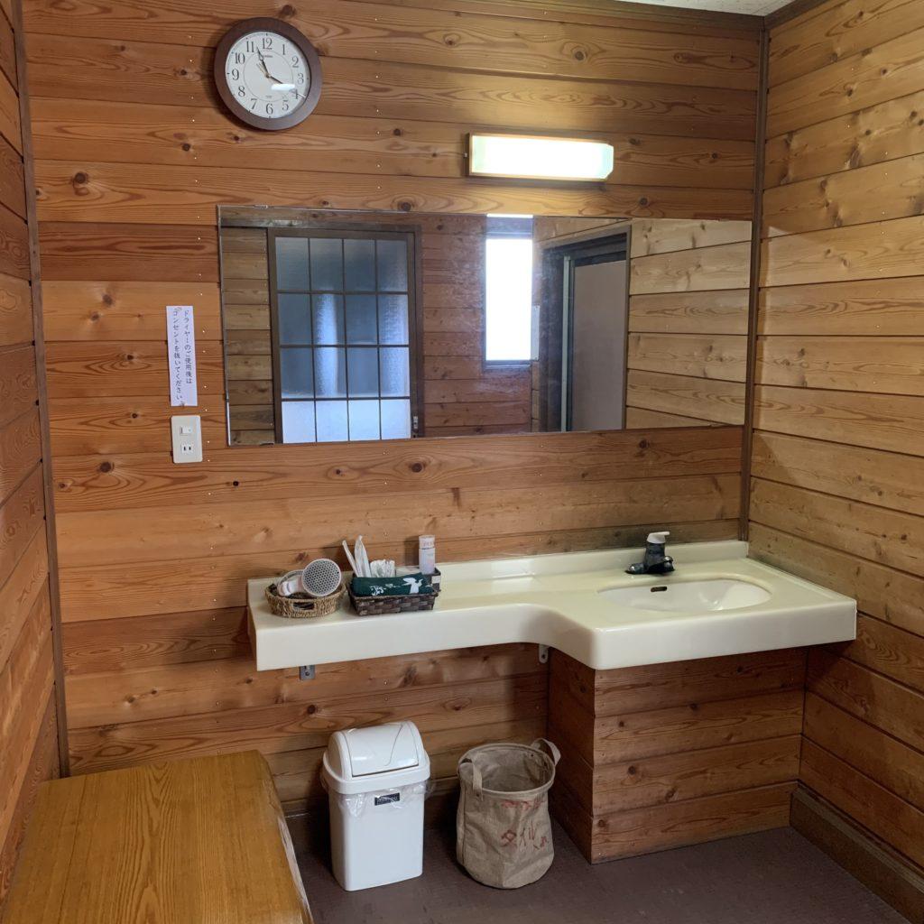 極楽館の貸切風呂(極)の脱衣場