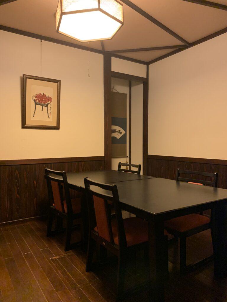 山本館の個室の食事処
