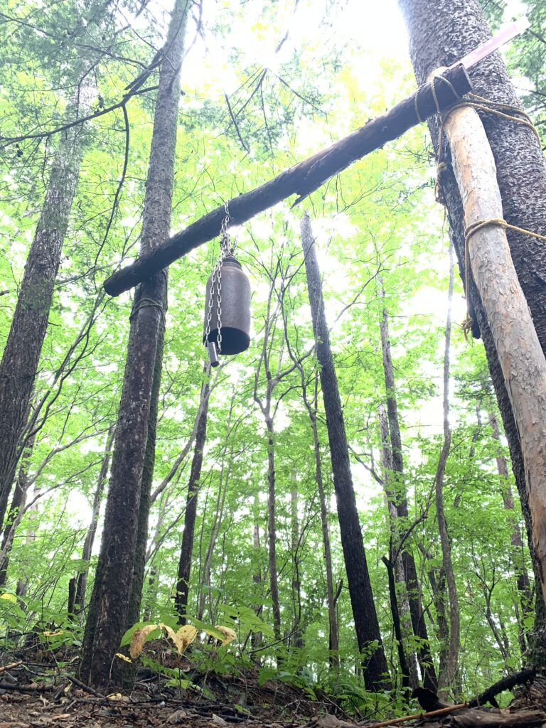 ぶら下がったクマよけの鐘